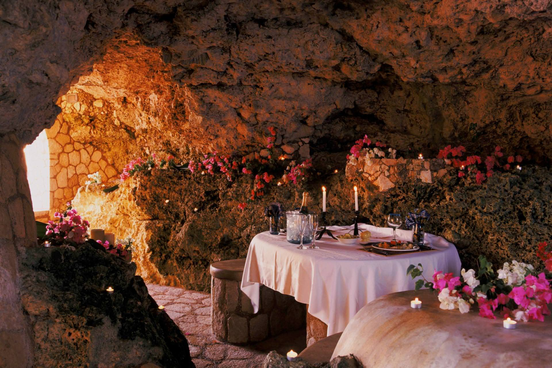 the caves negril dining